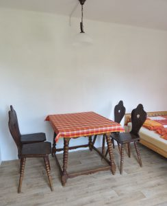 Stůl s židlemi